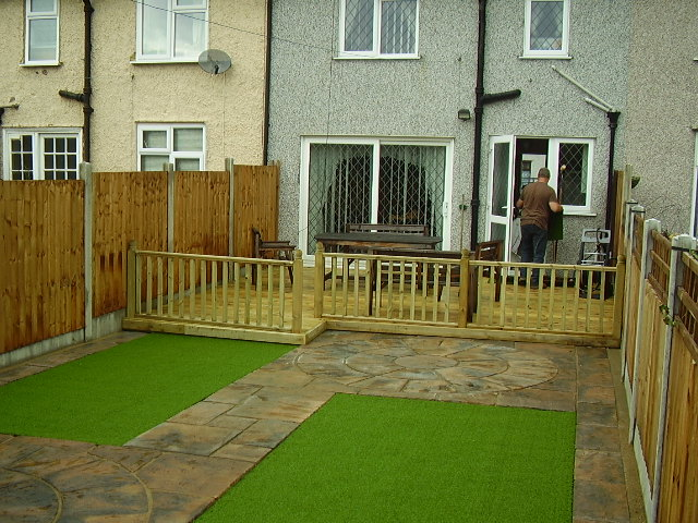 Images d g garden web for Decking for back garden